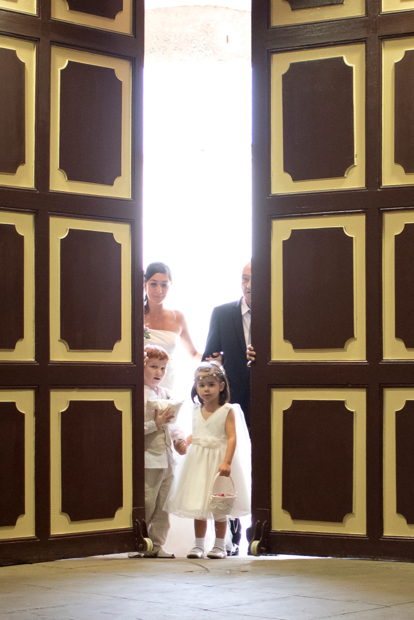 004. La entrada de la novia